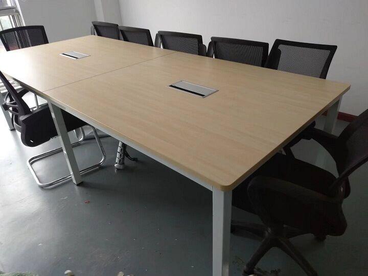 米黄色简易会议桌