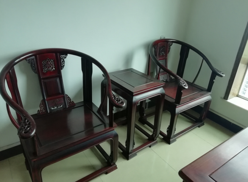 9成新红木卷书桌椅