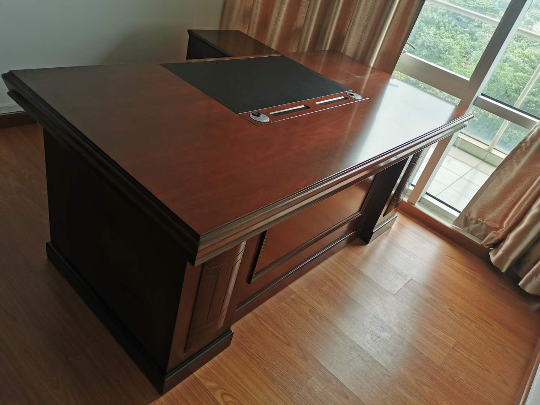 实木贴皮经理桌带侧柜